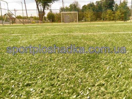 искусственная трава на футбольной мини-площадке